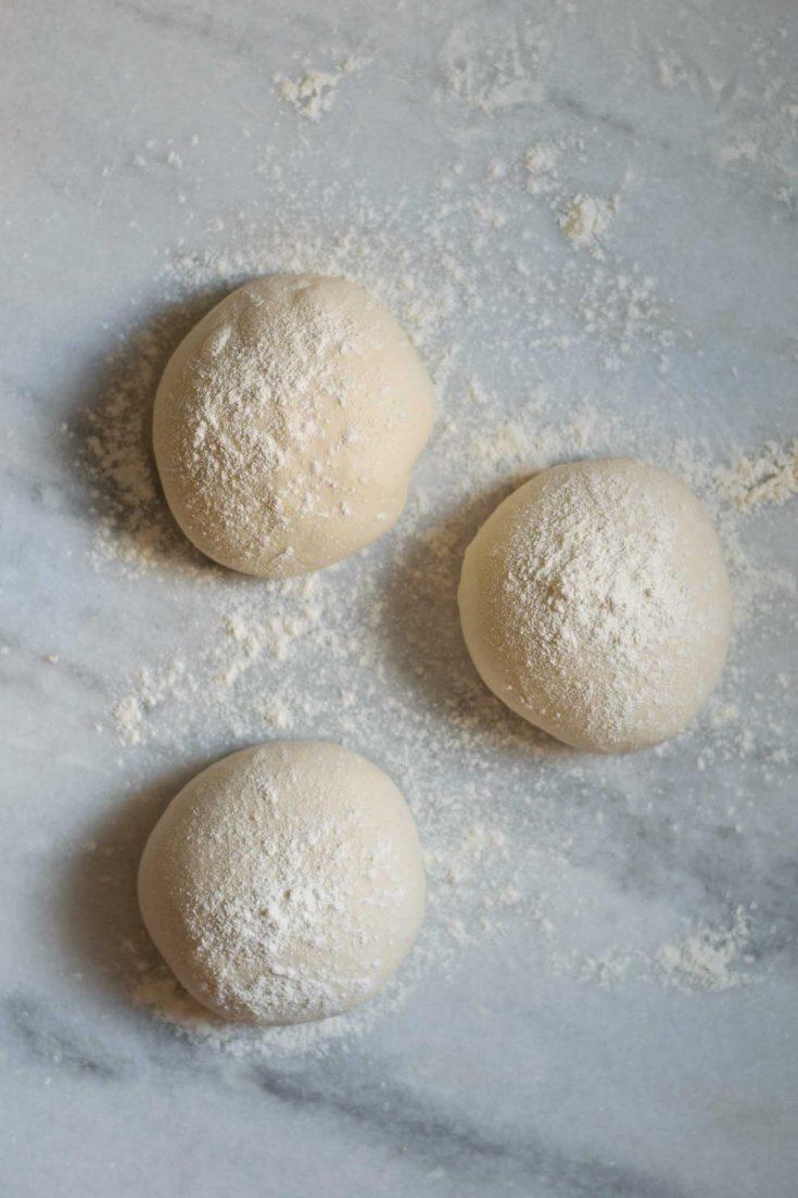 Easy overnight pizza dough | thecuriouschickpea.com #vegan #pizza #pizzadough #baking