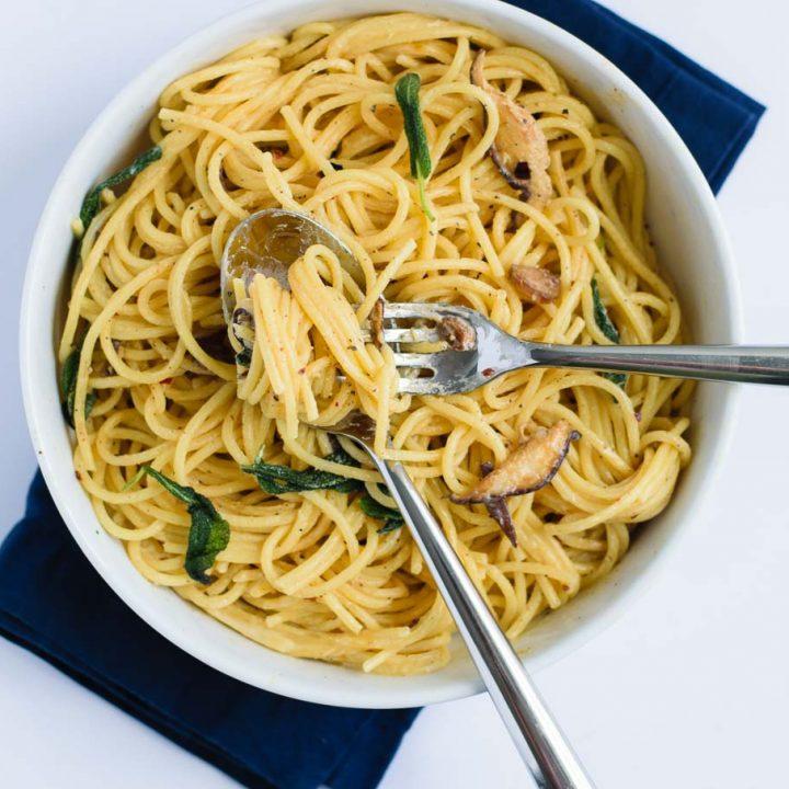 Vegan Spaghetti ai Funghi (Spaghetti and Mushrooms in Vegan Cream Sauce)