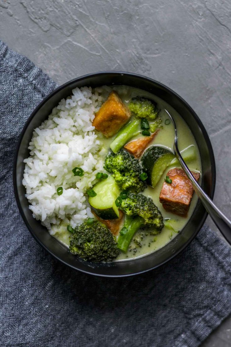 Thai Green Curry with Fried Tofu, Quick and Easy Vegan and Gluten Free recipe | thecuriouschickpea.com #vegan #veganthai #vegancurry #greencurry
