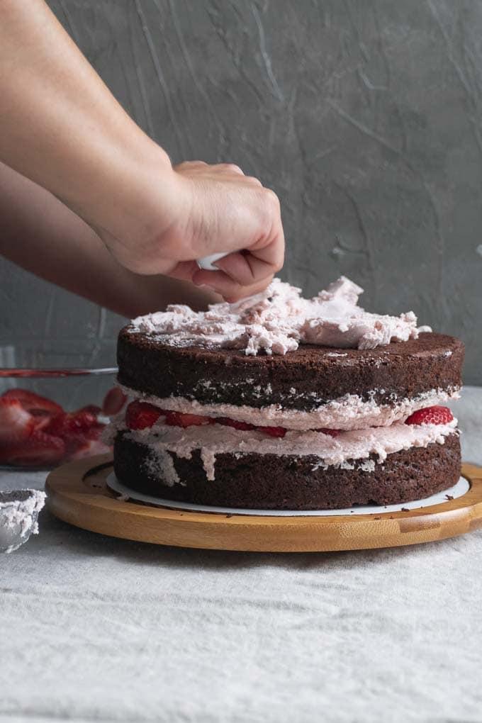 Vegan aquafaba strawberry Italian meringue buttercream - frosting the cake - 6