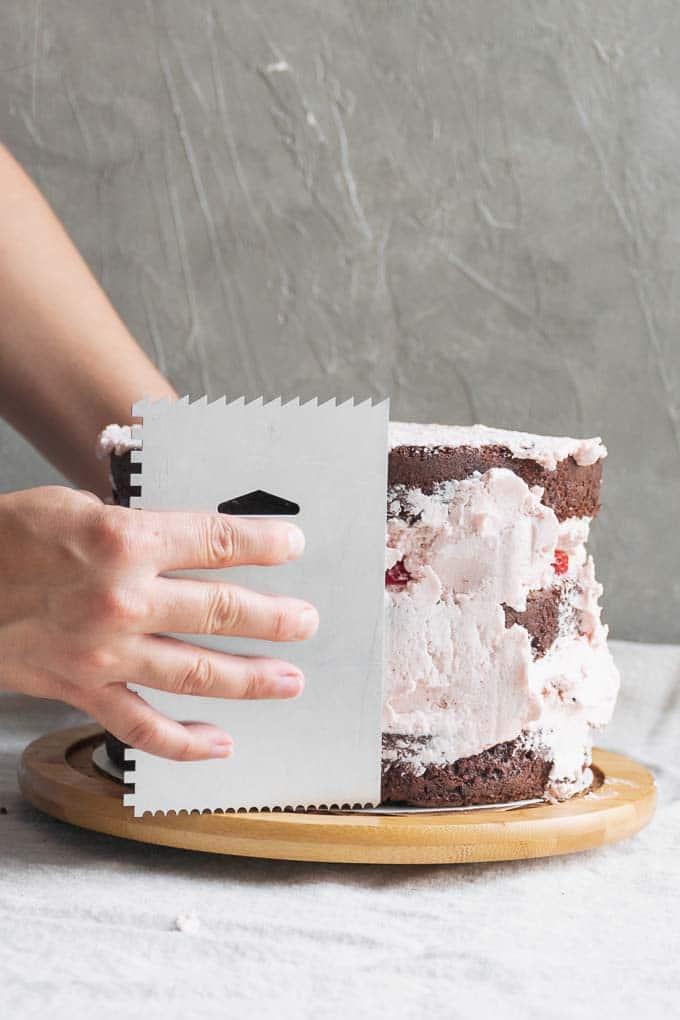 Vegan aquafaba strawberry Italian meringue buttercream - frosting the cake - 11