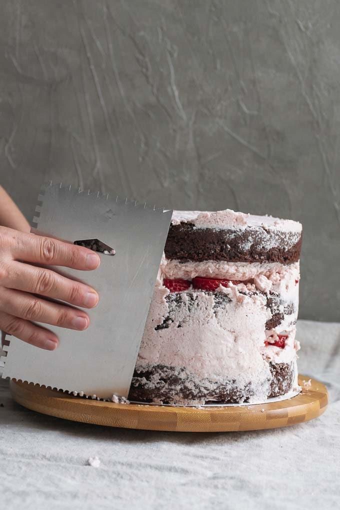 Vegan aquafaba strawberry Italian meringue buttercream - frosting the cake - 12