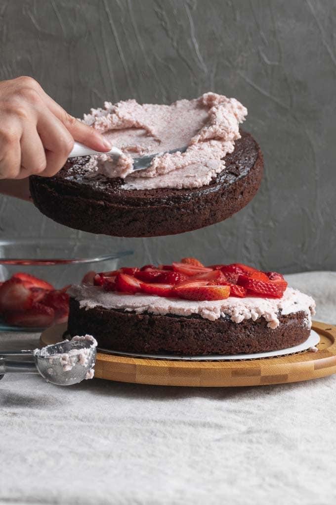 Vegan aquafaba strawberry Italian meringue buttercream - frosting the cake - 3