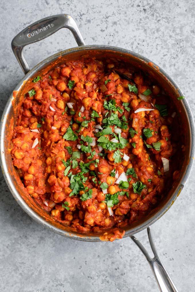 chana masala in pot