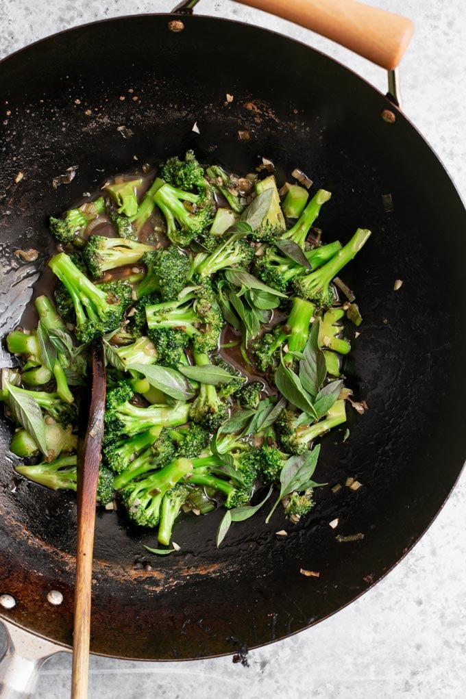 broccoli in garlic sauce cooking in the wok