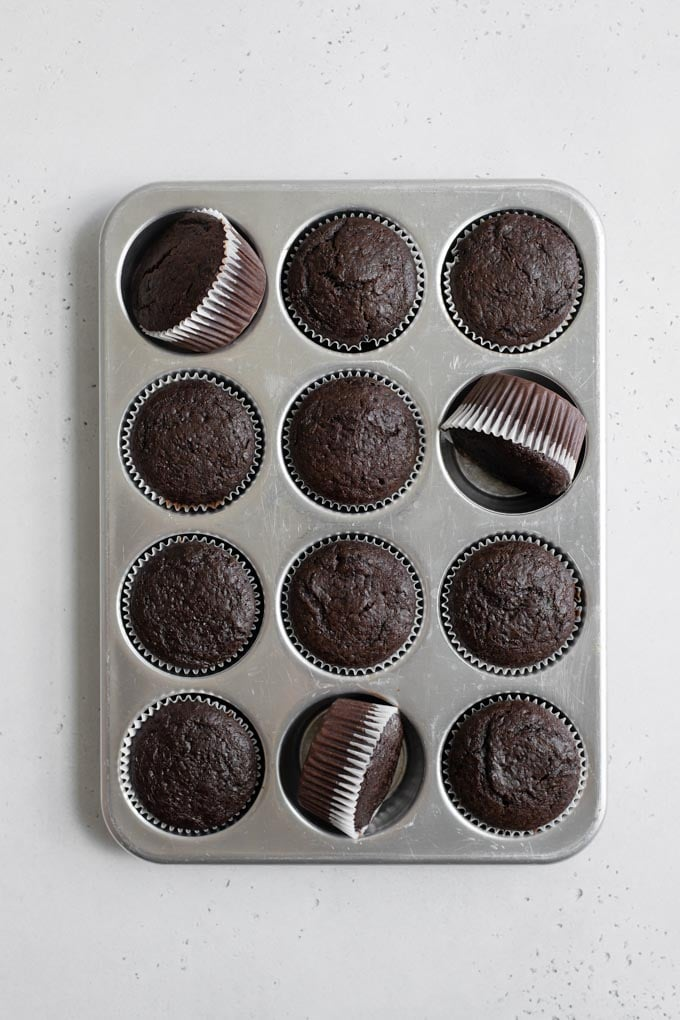 baked cupcakes unfrosted in tin