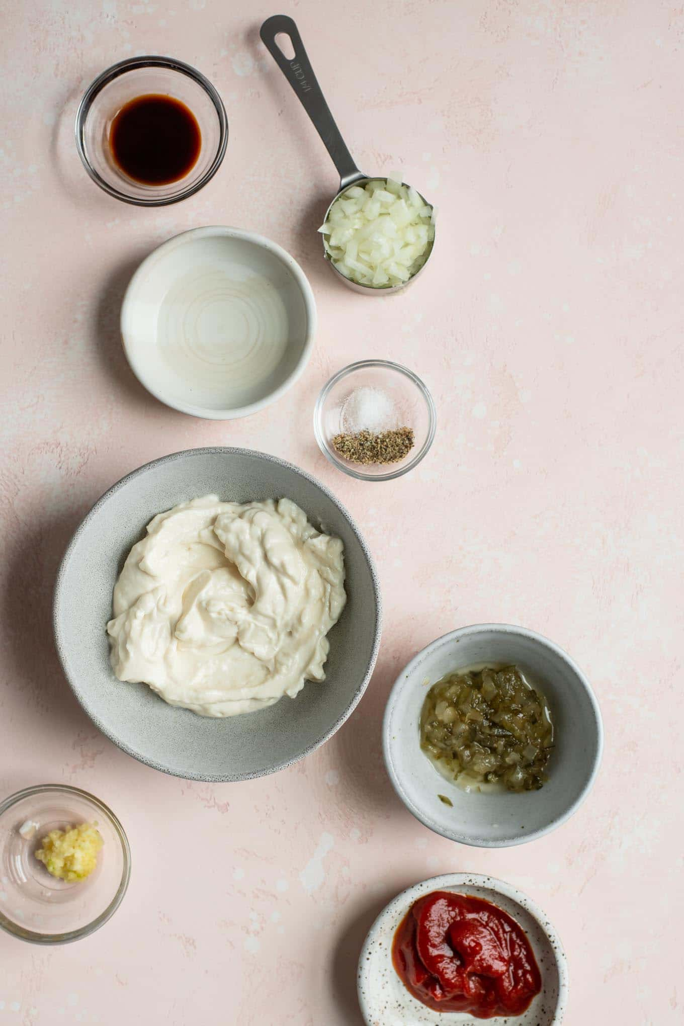 ingredients for the dressing mise-en-place in bowls
